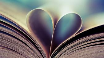 Love books wallpaper