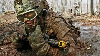 Soldiers dirt mud training wallpaper
