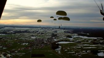 Military parachuting air Wallpaper