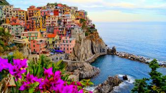 Houses boats italy bougainvillea vernazza sea mare monterosso Wallpaper