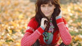 Brown eyes smiling sweater girls in nature wallpaper
