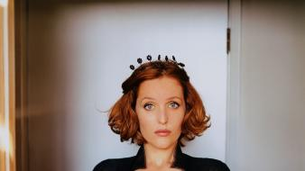 Gillian anderson cleavage celebrity black dress headbands wallpaper