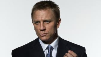 Men james bond actors daniel craig white background wallpaper
