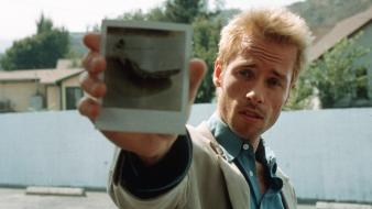 Movies memento guy pearce movie stills wallpaper