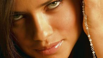 Adriana lima face wallpaper