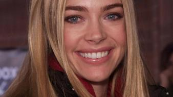 Denise richards smile wallpaper