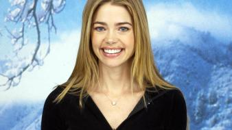 Denise richards smiling wallpaper