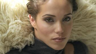 Elizabeth berkley face wallpaper