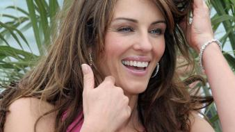 Elizabeth hurley happy Wallpaper