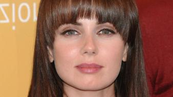 Mia Kirshner Face wallpaper