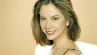 Mira Sorvino Smile Wallpaper