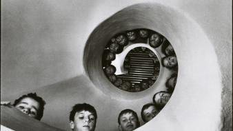 Grayscale boys old photography children martine franck wallpaper