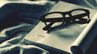 Glasses books arabic Wallpaper