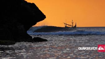 Surfing quiksilver wallpaper