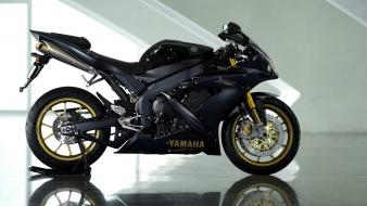 Yamaha vehicles motorbikes r1 Wallpaper