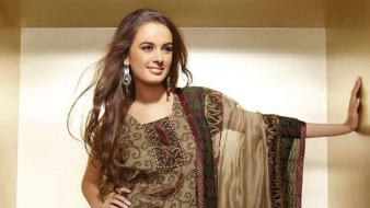 Fancy photo shoot salwar kameez pakistani fashion Wallpaper
