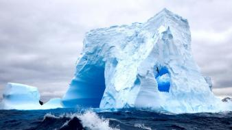 Waves cold frozen seagulls antarctica iceberg splashes wallpaper