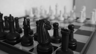 Black and white chess chrome Wallpaper