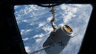 Dragons space station vehicle wallpaper