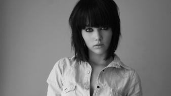 Mellisa clarke faces greyscale bangs bob cut wallpaper