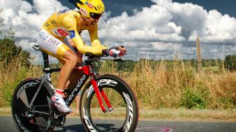 Clouds landscapes sports cycling races cycles carlos sastre wallpaper