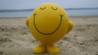 Funny happy sand sea smiley wallpaper