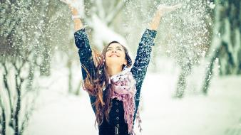 Girl in snow wallpaper