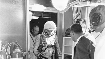 Men monochrome historic cosmonaut aviation old photography wallpaper