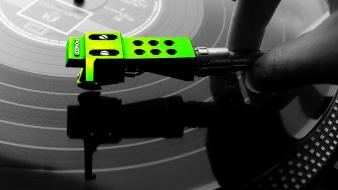 Color splash green turntables wallpaper