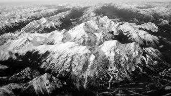 Black and white mountains Wallpaper