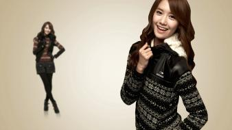 Smiling singers im yoona k-pop simple background wallpaper