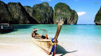 Nature beach islands boats phi sea Wallpaper