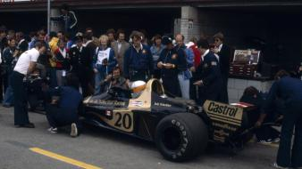 Formula one photographers 1977 grand prix pit-crew wallpaper