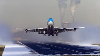Off runway klm aviation boeing 747 polution Wallpaper