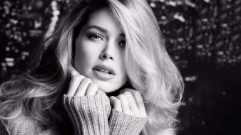 Doutzen kroes monochrome open mouth sweater faces wallpaper