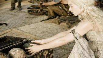 Of thrones series emilia clarke daenerys targaryen wallpaper
