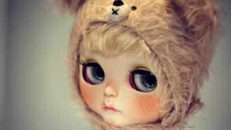 Toys (children) sad lonely big eyes dolls hats wallpaper