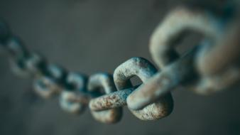 Chains depth of field Wallpaper