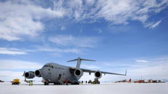 Antarctica boeing c-17 globemaster usaf us air force Wallpaper