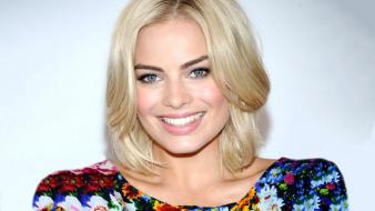 Margot robbie 2013 wallpaper