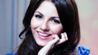 Victoria justice sweet smile wallpaper