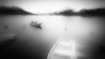 Black and white blur boats fog lakes wallpaper