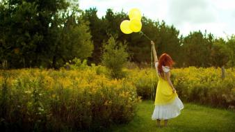Balloons brunettes children yellow wallpaper